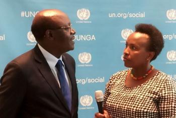 Katibu Mkuu wa UNCTAD Dkt. Mukhisa Kituyi akihojiwa na Assumpta Massoi wa Radio ya Umoja wa Mataifa. (Picha:UN/Idhaa ya Kiswahili/Flora Nducha)