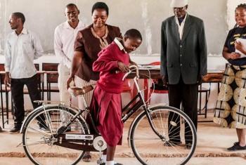 Mwanafunzi wa kike akiwezeshwa hatopata ujauzito shuleni.