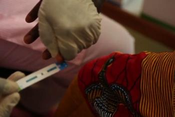 Upimaji wa virusi vya HIV.(Picha:UNICEF/Video capture)