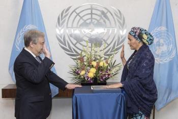 Naibu Katibu Mkuu wa Umoja wa Mataifa Amina J. Mohammed (kulia) aapishwa rasmi na Katibu Mkuu wa umoja huo António Guterres. Picha:
