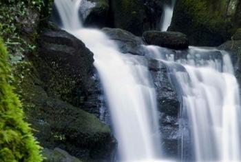 Vyanzo vya maji na mito inapaswa kulindwa na kuhifadhiwa. (Picha:UNEP)
