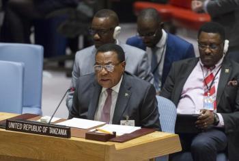 Waziri wa Mambo ya Nje na Ushirikiano wa Afrika Mashariki wa Tanzania, Balozi Augustine Mahiga akihutubia Baraza la Usalama tarehe 31 Machi 2017. Picha: