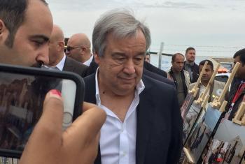 Katibu Mkuu wa Umoja wa Mataifa António Guterres alipotembelea kambi ya wakimbizi ya Hassan Sham, Iraq.(Picha:UM/Twitter)