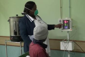 Utoaji huduma kwa mgonjwa wa kifua kikuu.(Picha:UNifeed/video capture)