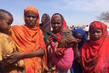 Wanawake waliofurushwa Baidoa wakiwa mjini Baidoa.(Picha:UN News/Laura Gelbert)