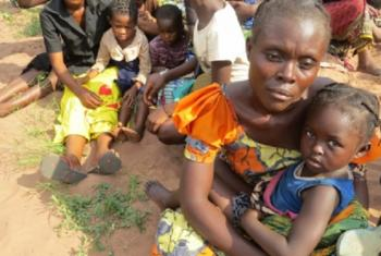 Wakimbizi wakongomani wasubiri msaada Chissanda, Lunda Norte, Angola wakitoroka vita vinavyaendelea Kasai, DRC.