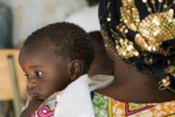 Mama na mtoto katika kambi wa wakimbizi Rwanda
