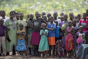 Wakimbizi wakiwa kambi ya Imvempi nchini Uganda.(Picha:UM/Mark Garten)