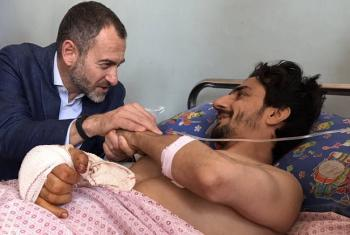 Ali Ahmed, mmoja wa majeruhi aliyekuwa akisali msikitini, yuko katika hospitali wa Herat's nchini Afghanistan. Picha: UNAMA