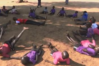 Watoto wakicheza nchini Sudan Kusini. Picha kwa hisani ya video ya UNMISS.