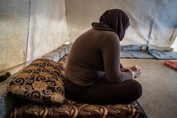 Mwanamke mYazidi Kurd kutoka Sinjar aliyenaswa na wanamgambo wa ISISL,. Yuko kambi ya wakimbizi wa ndani ya Mamilyan nchini Iraq. Picha: Giles Clarke/ Getty Images Reportage