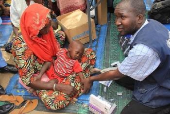 Wahudumu wa afya katika kambi ya wakimbizi wa ndani Nigeria. Picha: WHO
