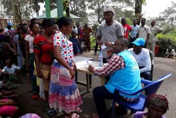 Maelfu ya raia wa Cameroon wanaokimbilia Nigeria wanasajiliwa na wafanyakazi wa UNHCR. Picha: UNHCR