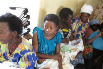 Akina mama kwenye hospitali ya rufaa ya Hoima baada ya kijifungua. Picha: UM/John Kibego