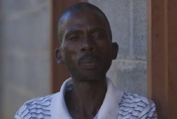 Mpho Tlabaki, mkazi wa Lesotho akitoa ushuhuda wa ugumu wa wanaume kukubali kupima virusi vya ukimwi, VVU. Picha: UNAIDS/Video capture