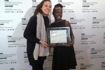Jane Ajuang kutoka shirika la Media Focus on Africa Uganda aanapokea tuzo ya muingiliano wa kiutamaduni duniani, UNAOC. Picha: UM/Leah Mushi