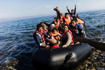 Wakimbizi wakiwasili Ulaya kwa njia ya boto kupitia bahari ya Mediterranea. Picha na UNHCR