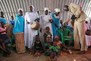 Wakimbizi wa ndani kwenye mji wa Juba nchini Sudan Kusini wakiwa katika ibada ya Krismasi. (Picha:UNMISS)
