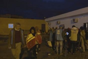 Wakimbizi wahamishwa kutoka Libya kwenda Italia. (Picha:UNifeed Video Capture)