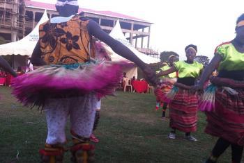Densi ya Kitamaduni katika sherehe za krismasi Hoima, nchini Uganda. Picha: UM/John Kibego