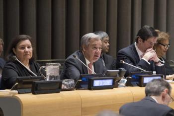 Katibu Mkuu wa Umoja wa Mataifa António-Guterres akihutubia baraza kuu kuhusu vipaumbele vyake kwa mwaka 2018. Picha na UN/ Eskinder Debebe.