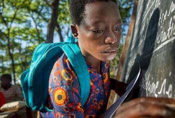 Mwanafunzi katika shule ya msingi ya Furaha nchini Tanzania. Picha: UNHCR
