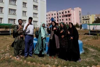 Vijana wa jimbo la Herat nchini Afghanistan ambao wameshikiri jukwaa la kuwahamasisha kutumia vyema mitandao ya kijamii. (Picha:UNAMANews)