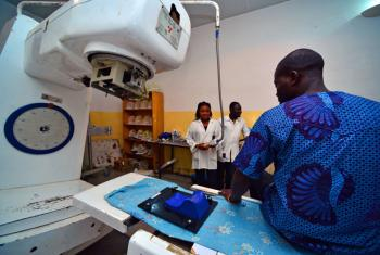Programu ya IAEA ya kudhibiti saratani kwa kutumia mionzi katika nchi za kipato cha chini na cha wastani