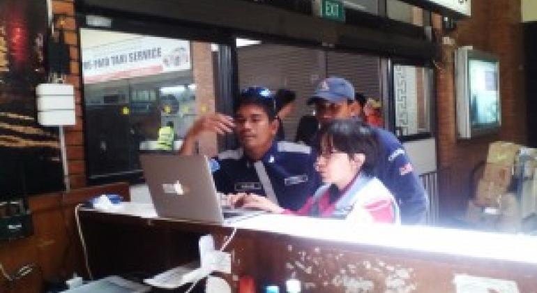 中国国际搜救队队员、联合国灾害评估与协调队队员杜晓霞在尼泊尔地震灾区工作 马来西亚救援队SMART图片