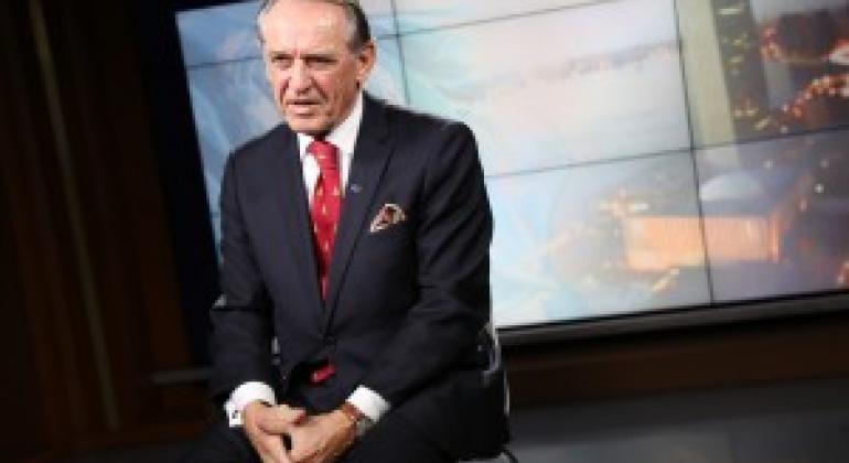 即将离任的联合国常务副秘书长埃利亚松接受联合国新闻的采访 联合国图片