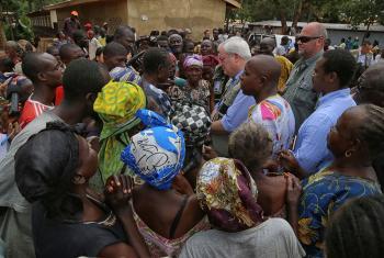 副秘书长奥布莱恩(Stephen O'Brien)访问中非共和国的圣索维尔(Saint Sauveur)营地 联合国中非共和国多层面综合稳定团图片/Nektarios Markogiannis