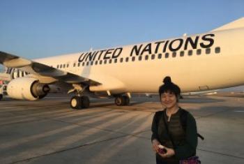 阿茹娜在肯尼亚内罗毕准备登机前往索马里首都摩加迪沙。联合国图片/Laura Gelbert