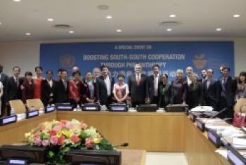北京巧女公益基金会会长何巧女5月18日在联合国纽约总部向联合国南南合作办公室捐赠1000万元人民币。