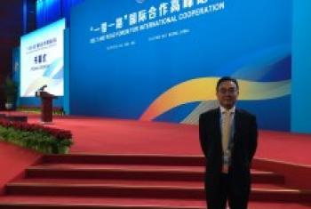 """联合国经社事务部发展政策司司长洪平凡在""""一带一路""""高峰论坛会场。"""